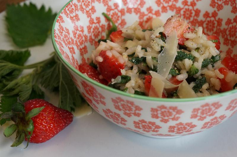 Brennnesselrisotto mit Erdbeeren